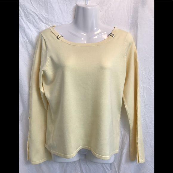 New York & Company Sweaters - New York & Co pale yellow sweater with arm slits